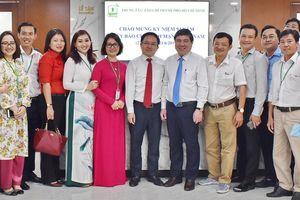 Chủ tịch UBND TP.HCM thăm Trung tâm báo chí TP dịp 21-6
