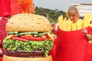 Taylor Swift và Katy Perry đã hàn gắn mối quan hệ như thế nào?