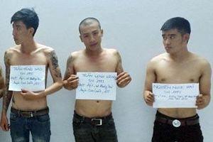 Khởi tố nhóm 9X tự xưng cảnh sát hình sự đánh đại úy công an