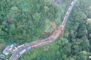Lâm Đồng: Sạt lở trên đèo Bảo Lộc, ùn tắc giao thông nhiều giờ