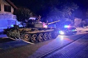 Ba Lan: 'Ma men' đối mặt án tù 8 năm vì dạo phố bằng xe tăng T-55