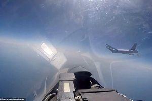 Nga công bố video chiến cơ Su-27 chặn máy bay ném bom B-52 gần biên giới