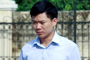 Vụ chạy thận 9 người chết ở Hòa Bình: Bị cáo Hoàng Công Lương chịu 30 tháng tù giam