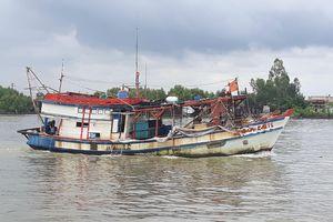 Tìm kiếm bốn thuyền viên tự nhảy xuống biển mất tích