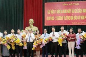 Hà Tĩnh: Trao giải báo chí Trần Phú và Cuộc thi viết về gương người tốt, việc tốt