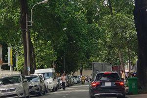 Thu phí 'lụi', bãi giữ xe 'lụi': Cam kết dẹp bỏ, sao vẫn tồn tại ?