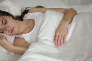 Ngủ ngáy khiến bạn mau già