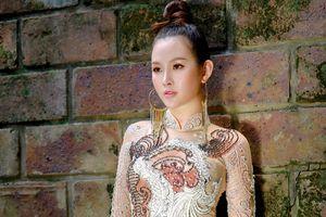 'Á hậu siêu vòng 3' Thanh Trang diện áo dài khoe vẻ đẹp kiêu sa
