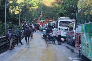 Sạt lở đèo Bảo Lộc, Quốc lộ 20 tê liệt nhiều giờ
