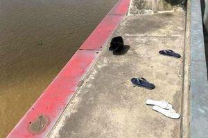 Nam thanh niên nhảy xuống sông Hồng tự tử, bạn gái ngất trên cầu Nhật Tân