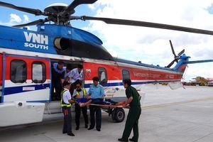 Trực thăng bay đêm đưa chiến sĩ Trường Sa về đất liền cấp cứu