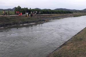 Đi tắm mát ở sông Đào, cô gái bị nước cuốn trôi