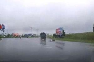 CLIP: Tai nạn nghiêm trọng cho thấy sai lầm mà người đi xe máy thường mắc