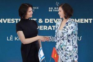 'Nữ hoàng ảnh lịch' Thanh Mai khoe vẻ rạng rỡ tuổi U50