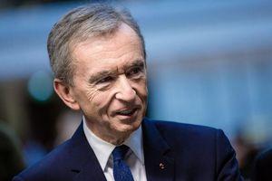 Trùm thời trang Pháp gia nhập 'câu lạc bộ' tài sản 100 tỷ USD