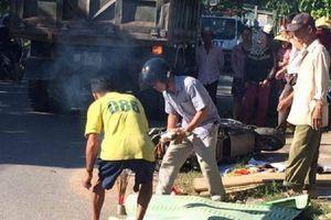 Ô tô húc xe máy, nữ cán bộ Tư pháp phường tử vong, 2 con nhỏ bị thương