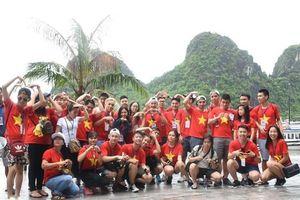 150 thanh niên kiều bào cùng 'lên rừng, xuống biển'