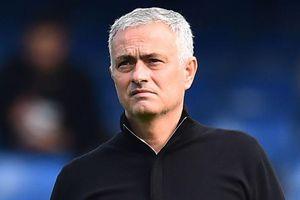 HLV Mourinho bất ngờ hé lộ tương lai
