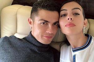 Ronaldo và bạn gái xinh đẹp đáp chuyến bay về nhà sau kỳ nghỉ ở Hy Lạp