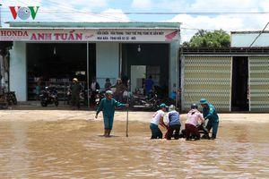 Ngập sâu trên đường Hồ Chí Minh