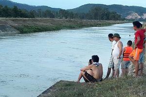 Nỗ lực tìm kiếm cô gái 18 tuổi mất tích ở sông Đào
