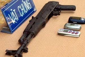 Thu súng AK, ôtô chứa ma túy tại nơi 20 thanh niên hỗn chiến