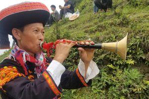 Trầm bổng tiếng kèn Pí Lè của ngườI Dao trên đỉnh Mẫu Sơn