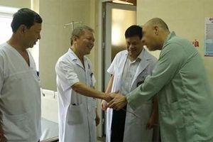Bệnh viện E mổ cấp cứu thành công một du khách người Mỹ