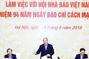 Thủ tướng Nguyễn Xuân Phúc: Nhà nước sử dụng cơ chế đặt hàng để báo chí phát triển