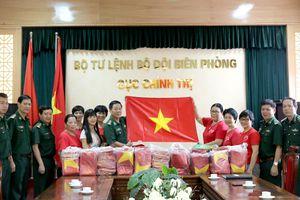 Ủng hộ 1.000 lá cờ Tổ quốc cho ngư dân