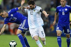 Colombia sớm giành vé đi tiếp, Argentina may mắn cầm hòa Paraguay