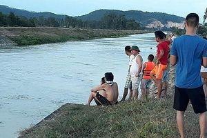 Đi tắm mát ở sông Đào, thiếu nữ bị nước cuốn trôi