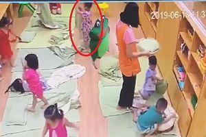Cô giáo ở Hà Nội tát trẻ bầm dập, tụ máu môi