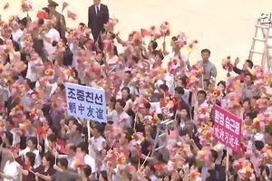 Dòng người Triều Tiên chào đón Chủ tịch Trung Quốc Tập Cận Bình
