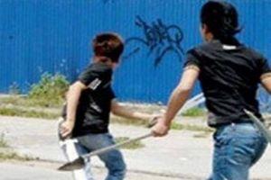 2 nhóm côn đồ sử dụng dao, súng truy đuổi nhau trên phố