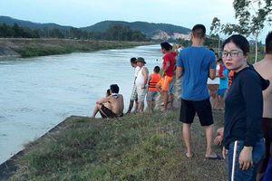 Nghệ An: Ngồi chơi bên bờ sông cùng bạn, thiếu nữ rơi xuống sông tử vong