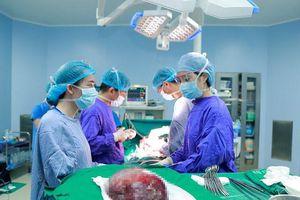 Cắt bỏ khối u máu gan khổng lồ cứu nữ bệnh nhân