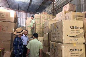 'Đột kích' kho hàng tại TPHCM thu giữ hàng triệu bộ ấm chén, bát đũa Trung Quốc