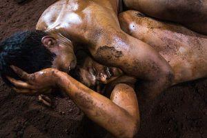 Đô vật bùn kushti từ bỏ ham muốn thể xác để chinh phục vinh quang trọn đời