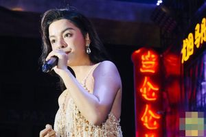 Phạm Quỳnh Anh gợi cảm bốc lửa bên 'người tình sân khấu' Ưng Hoàng Phúc