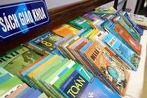 Nhiều sách giả sai lệch kiến thức được bán vào tận các trường học