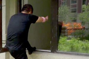 Mua chung cư cao cấp, gia chủ nhận nhà không có cửa, phải leo cửa sổ