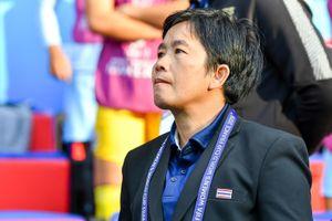 Đến lượt HLV tuyển nữ Thái Lan từ chức sau thất bại