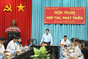 Hà Nội - Bến Tre tăng cường hợp tác, phát triển trên nhiều lĩnh vực