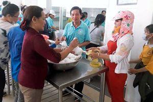 1.200 suất ăn miễn phí đến với bệnh nhân nghèo