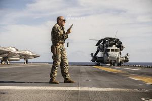 Ngạc nhiên trường bắn của Thủy quân Lục chiến Mỹ giữa đại dương