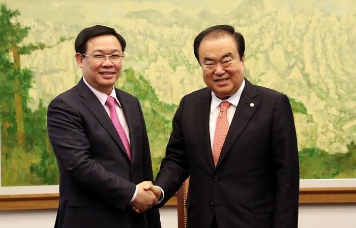 Phó Thủ tướng Vương Đình Huệ hội kiến với Thủ tướng và Chủ tịch Quốc hội Hàn Quốc