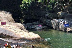 Điều tra nguyên nhân bé gái 9 tuổi tử vong tại khu vực thác trượt