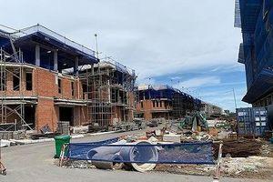 Vụ xây 'chui' 110 biệt thự ở quận 7: Chủ đầu tư biết vướng nhưng vẫn làm?