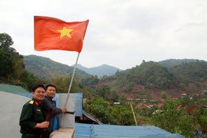 Nhà báo dấn thân và ý tưởng đổi lá cờ từ A Pa Chải đến đảo Tiên Nữ